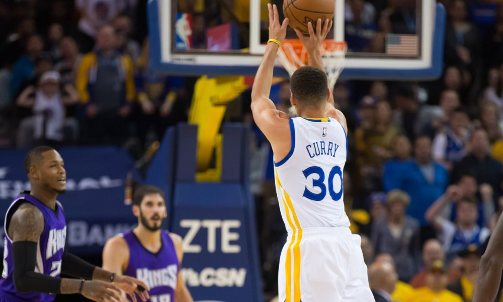 Stephen Curry scores 17 points in three minutes | HoopsHype