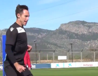 Watch Steve Nash practice with the Spanish soccer team he partly owns