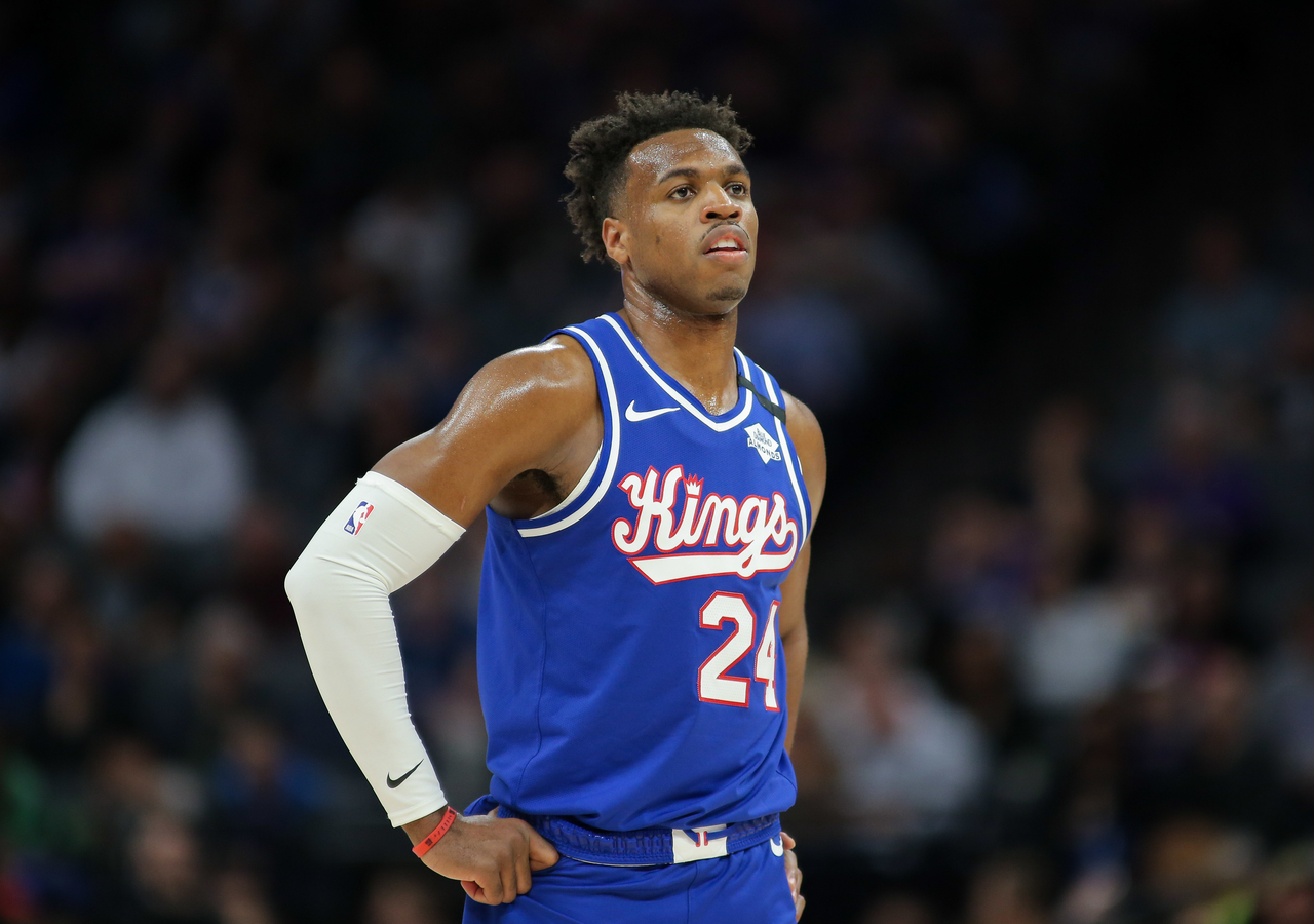 Buddy Hield observing the situation during a game