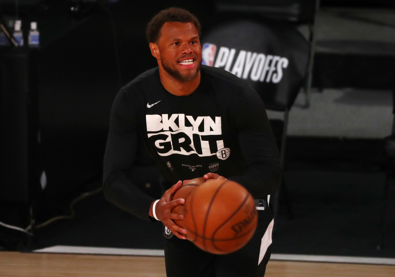 Justin Anderson warming up