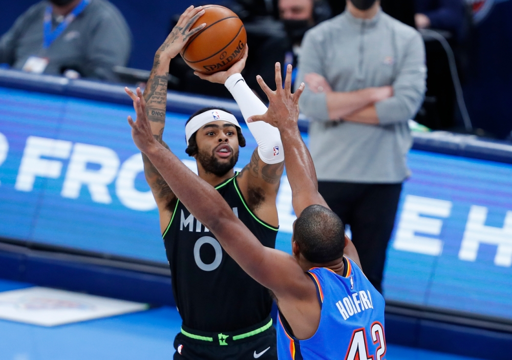 D'Angelo Russell shoots over Al Horford