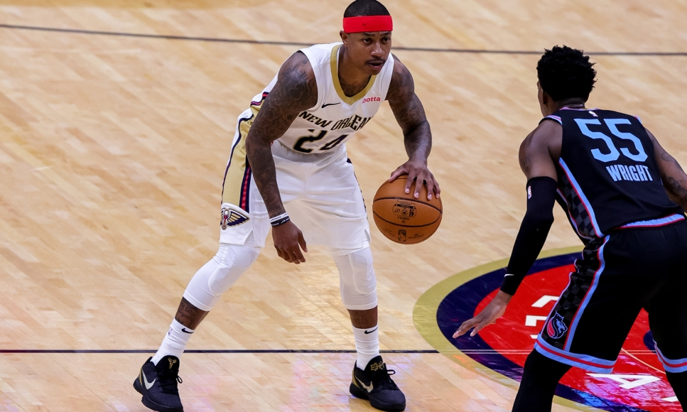 Isaiah Thomas handling the ball in front of Delon Wright
