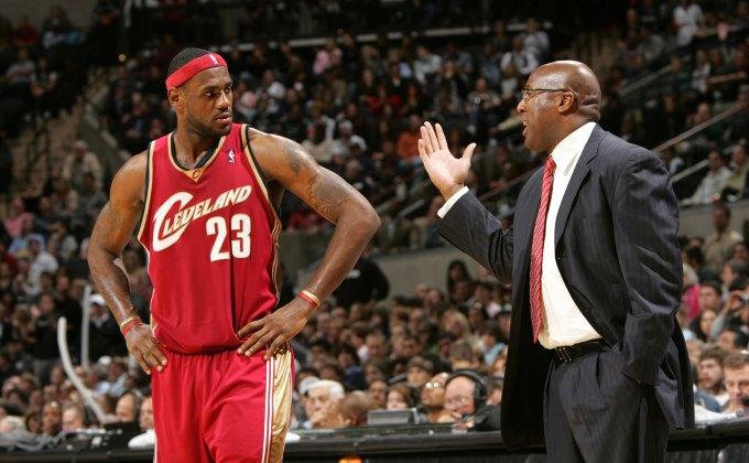 Cavaliers remain winless in NBA Finals games coached by Mike Brown