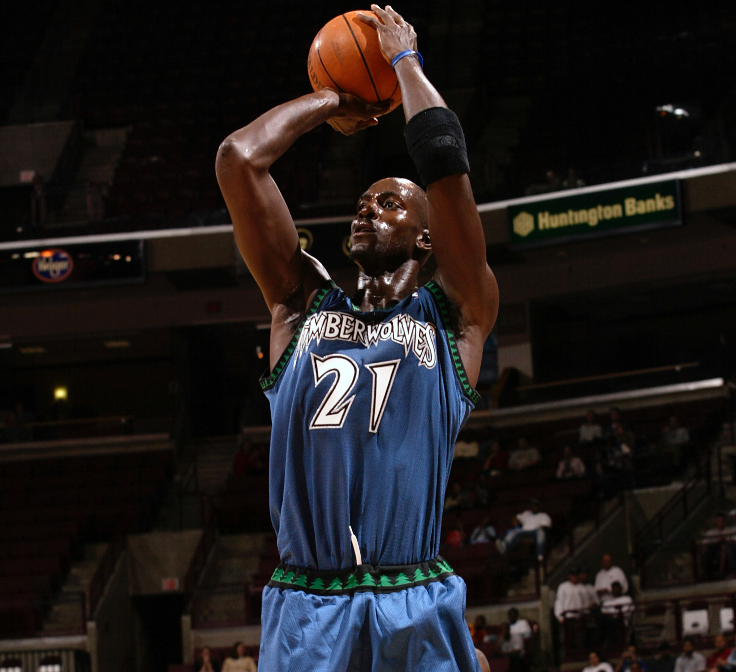 Oct 9, 2003; Columbus, OH, USA; #21 Kevin Garnett of the Minnesota Timberwolves in action during NBA preseason game against the Milwaukee Bucks at Value City Arena in Columbus, Ohio. Mandatory Credit: