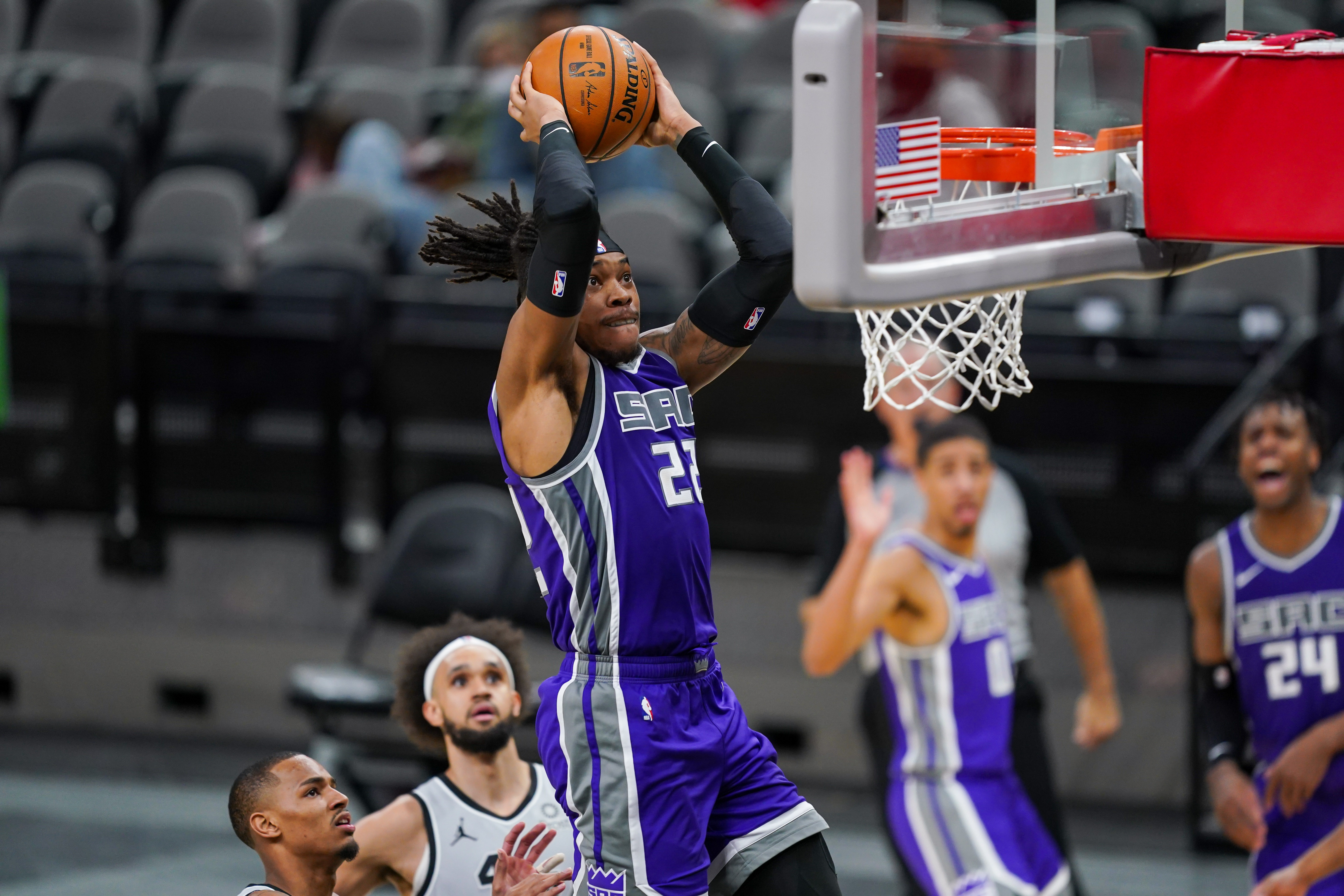 Mar 29, 2021; San Antonio, Texas, USA; Sacramento Kings center Richaun Holmes (22) shoots in the second half against the San Antonio Spurs at the AT&T Center.